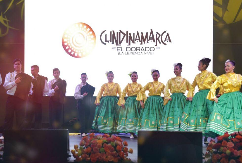 """La Compañía Colombiana de Danza """"Calandaima""""."""