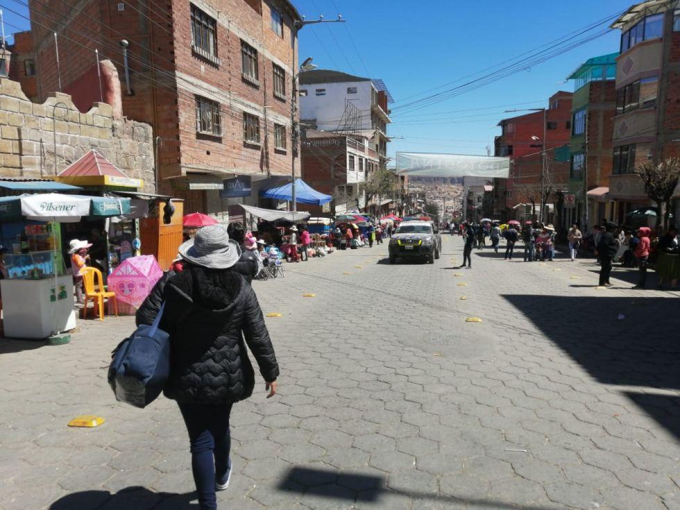 La gente empieza a ocupar sus lugares en la avenida Litoral y el Campo de Marte