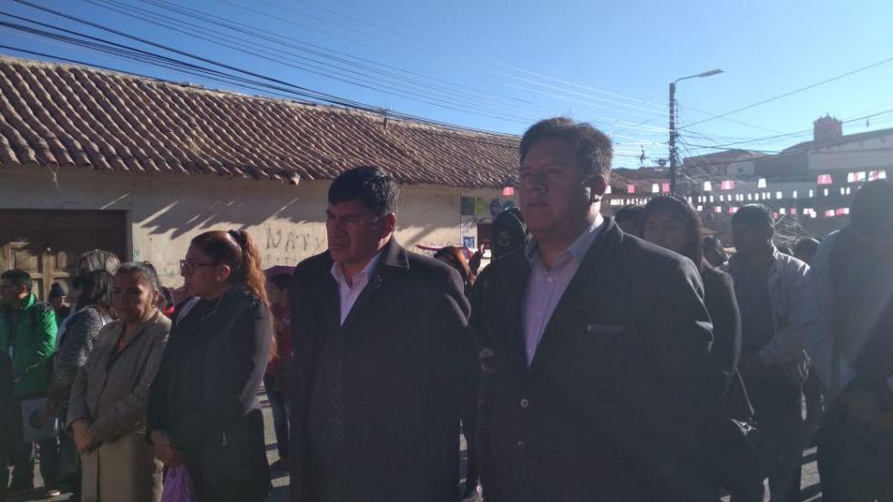Están presentes gobernador, alcalde, presidenta del Concejo Municipal y los secretarios del área.