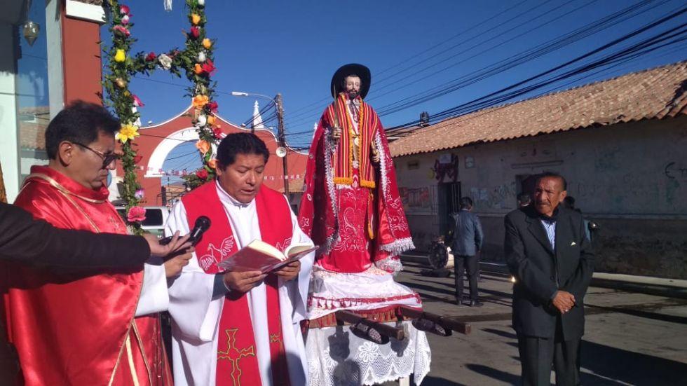 Celebra la misa el párroco de San Benito, Ubaldino Cari.