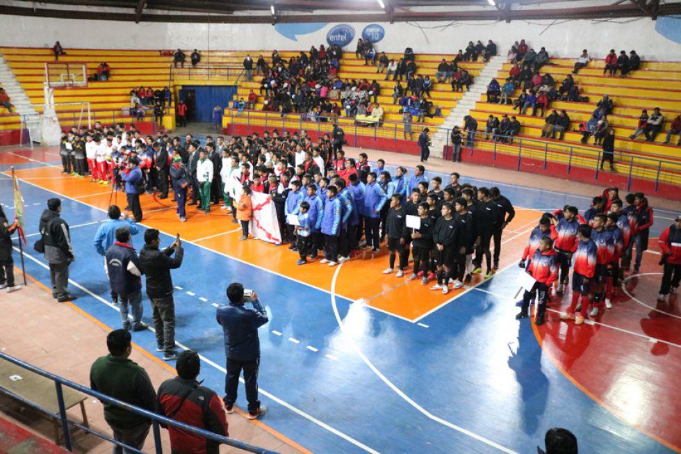 Las diferentes delegaciones durante la inauguración.