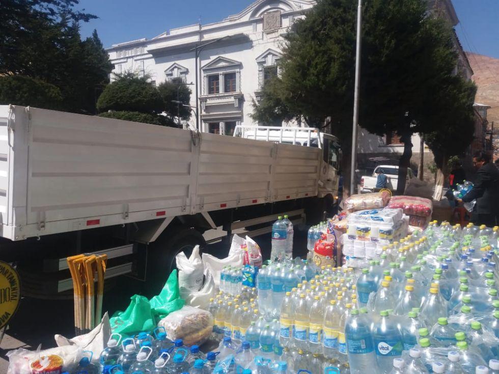 La ayuda se reúne en la Gobernación.