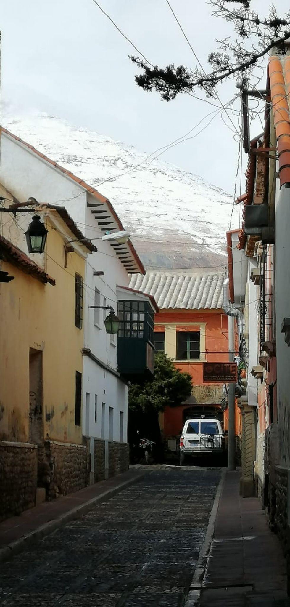 Desde la calle Chuquisaca.