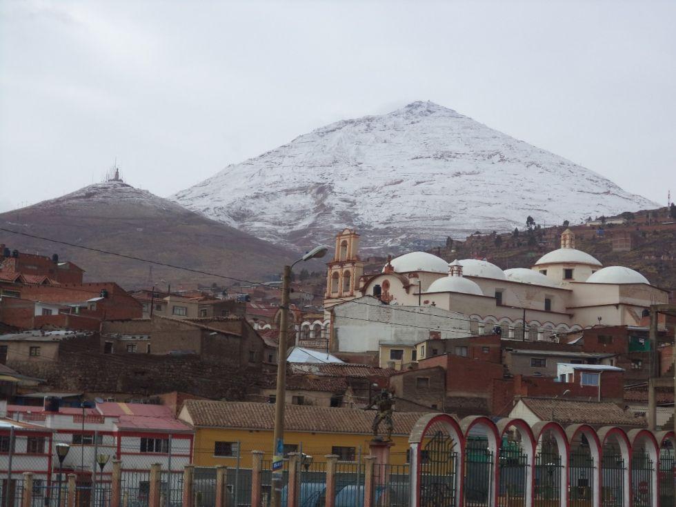 Con el templo de San Benito.