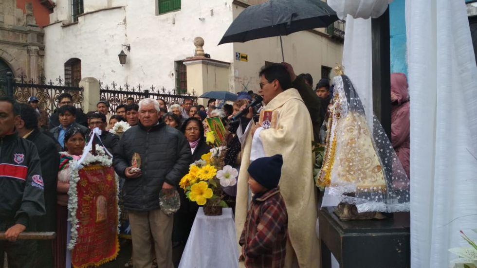 El padre Giovanni López dice que la Virgen María es de todos.