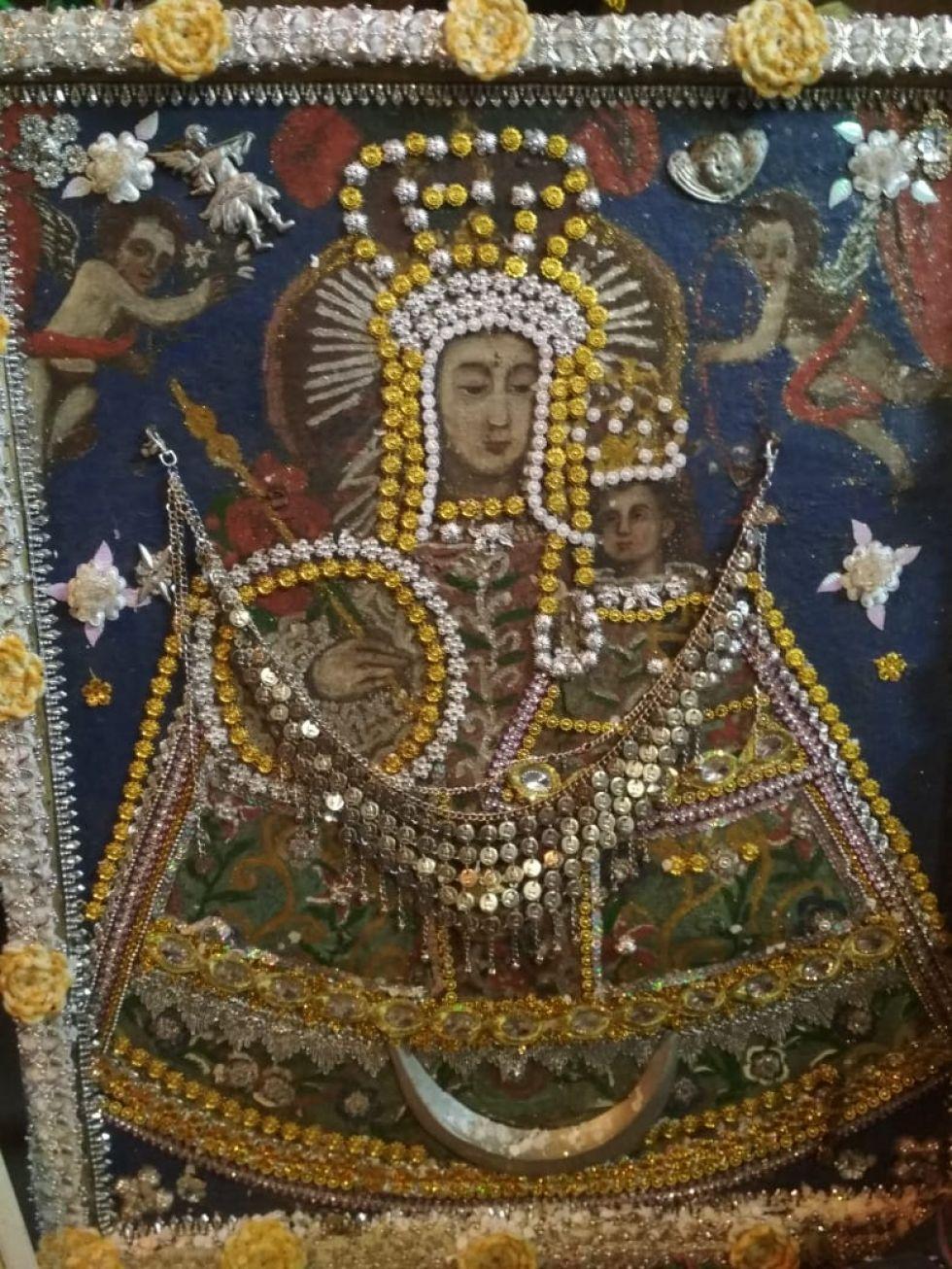 Imagen de la Virgen de Guadalupe que se venera en la comunidad de Cocachi, municipio de Tacobamba.