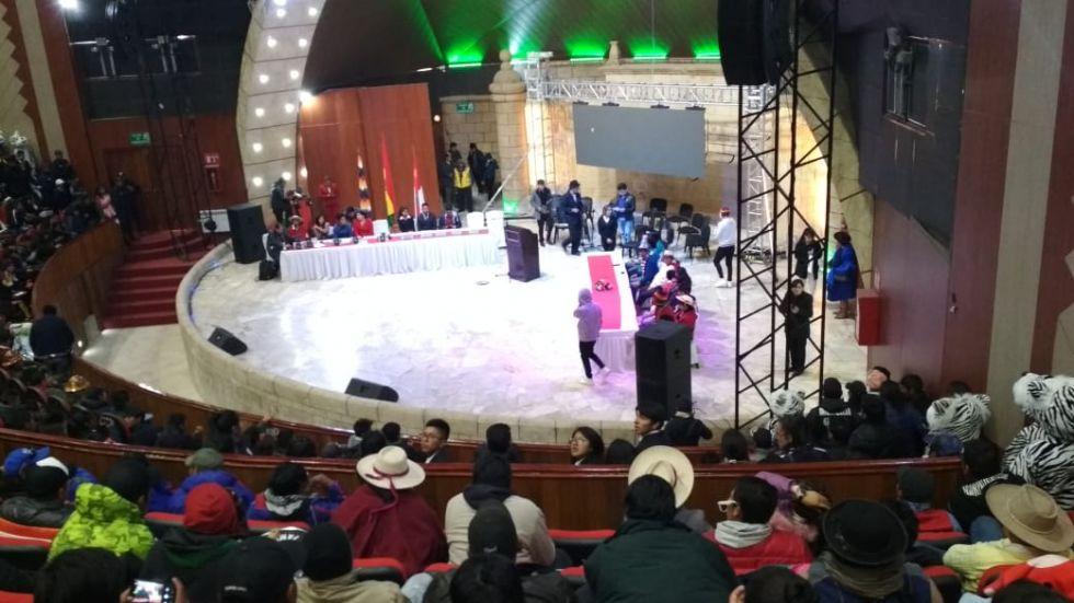 Se realiza en el Teatro Víctor Paz Estenssoro.