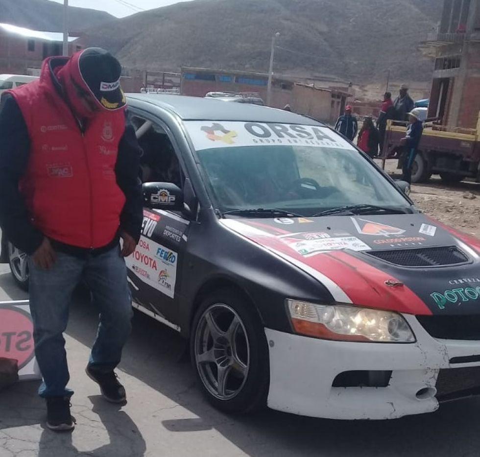El coche de Sebastián Careaga en Challapata.
