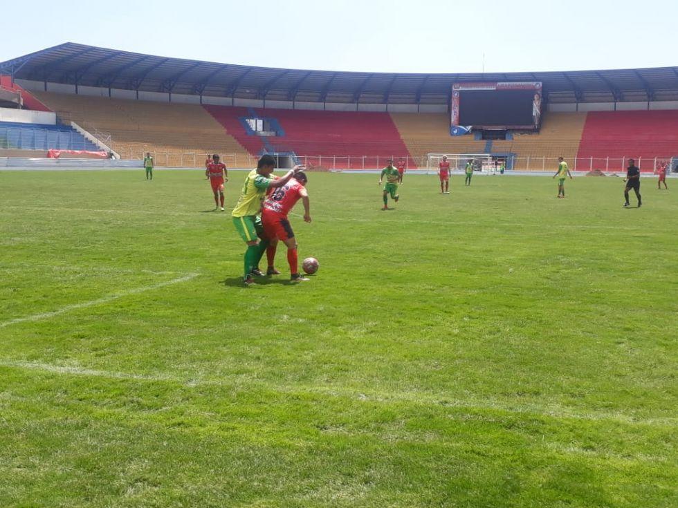 Juegan en el Víctor Agustín Ugarte.