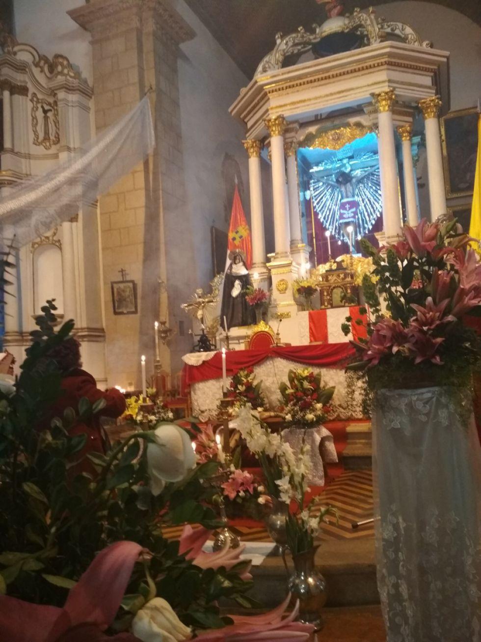 Así lucía ayer el altar mayor del templo de San Francisco.