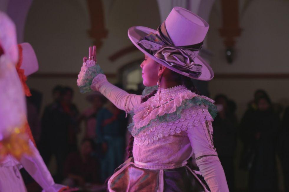 Las danzas le dan colorido a la noche.