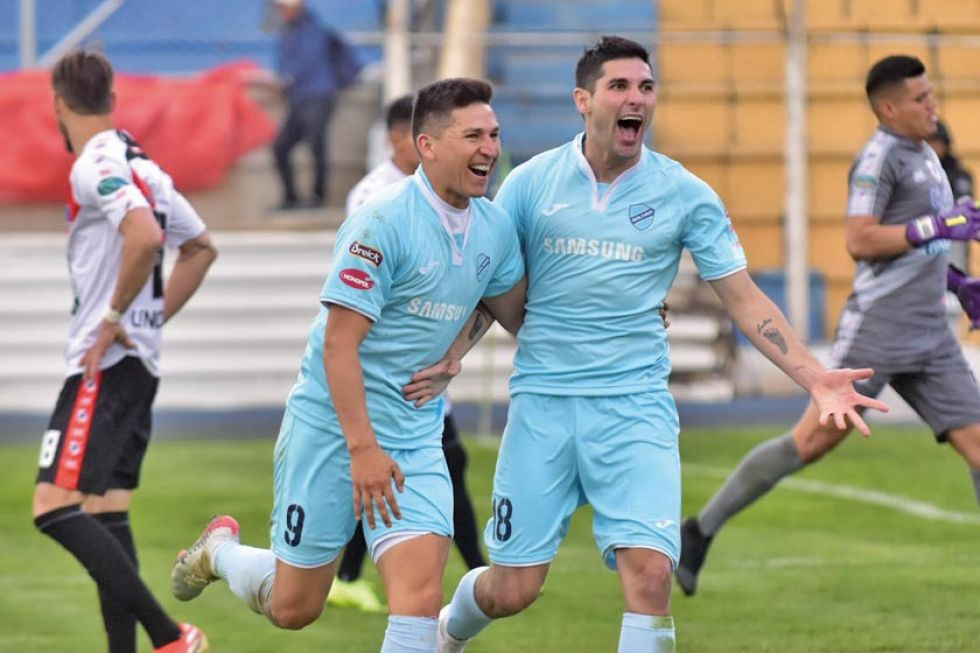 Vladimir Castellón y Jorge Pereyra festejan uno de los goles.