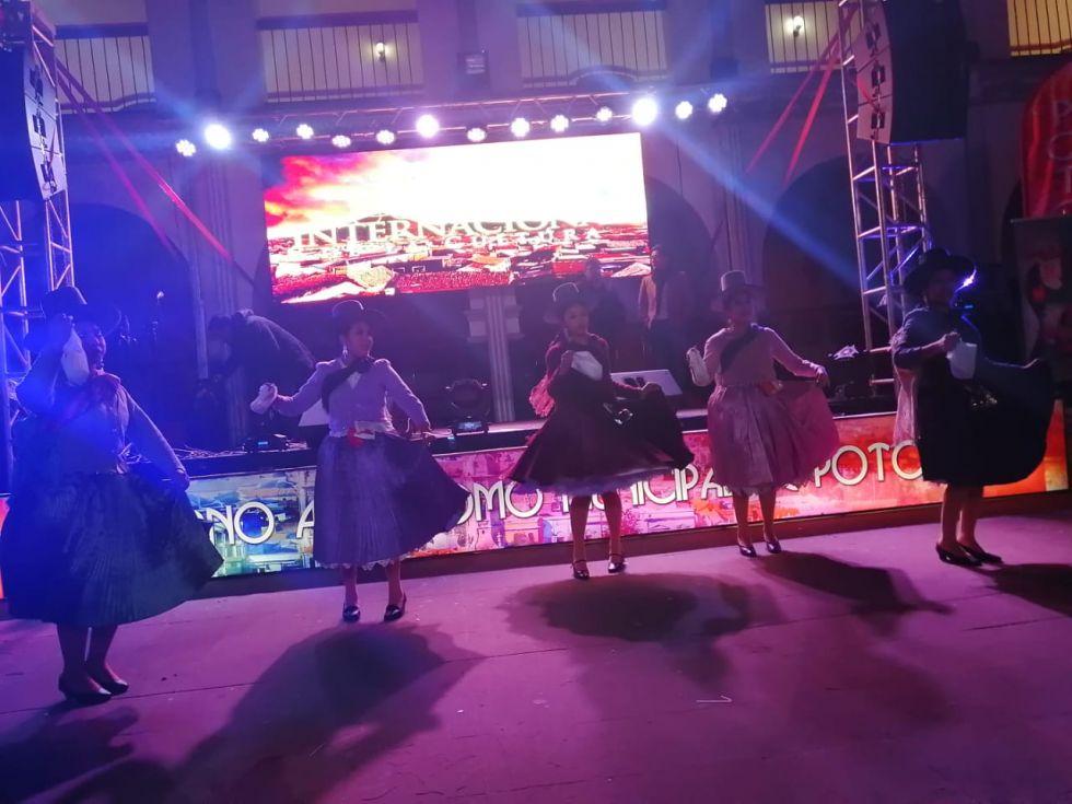 El Ballet Sentimiento Boliviano.