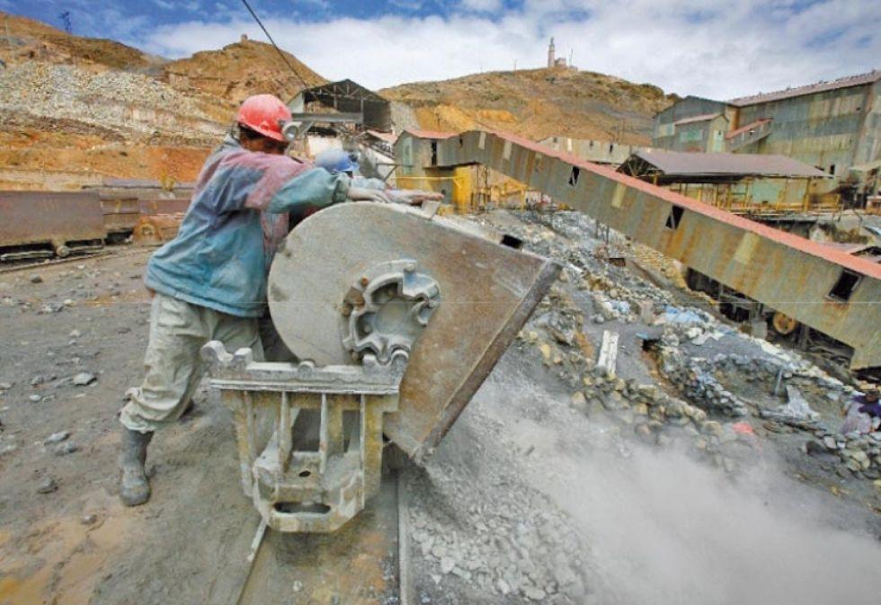 Guerra comercial entre EE.UU. y China pasa factura a los mineros