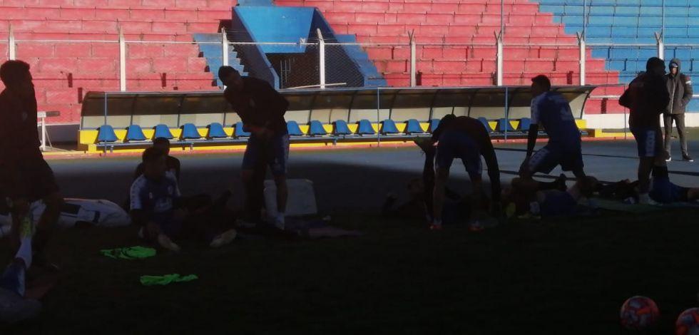 Los jugadores realizan trabajo muscular.
