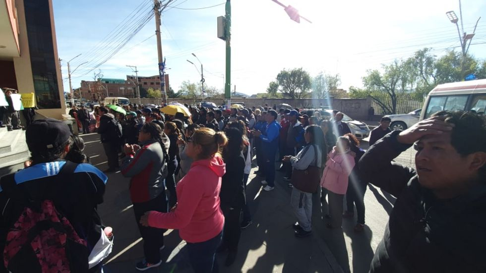 Los maestros y familiares se movilizaron.