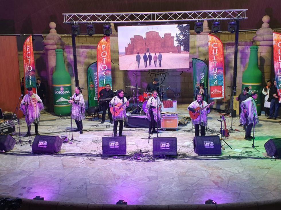 Los Kjarkas anoche, en el Teatro Víctor Paz Estenssoro.