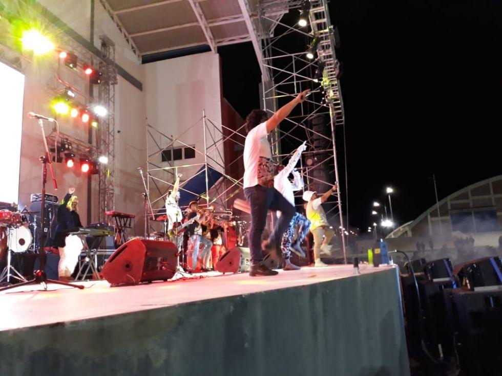 Gran Matador está en el escenario.