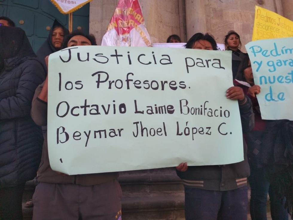 Maestros rurales piden justicia por el asesinato y muerte de profesores