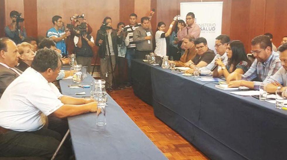 Ayer retomaron brevemente las negociaciones en la Escuela Técnica de Salud en la ciudad de Cochabamba.