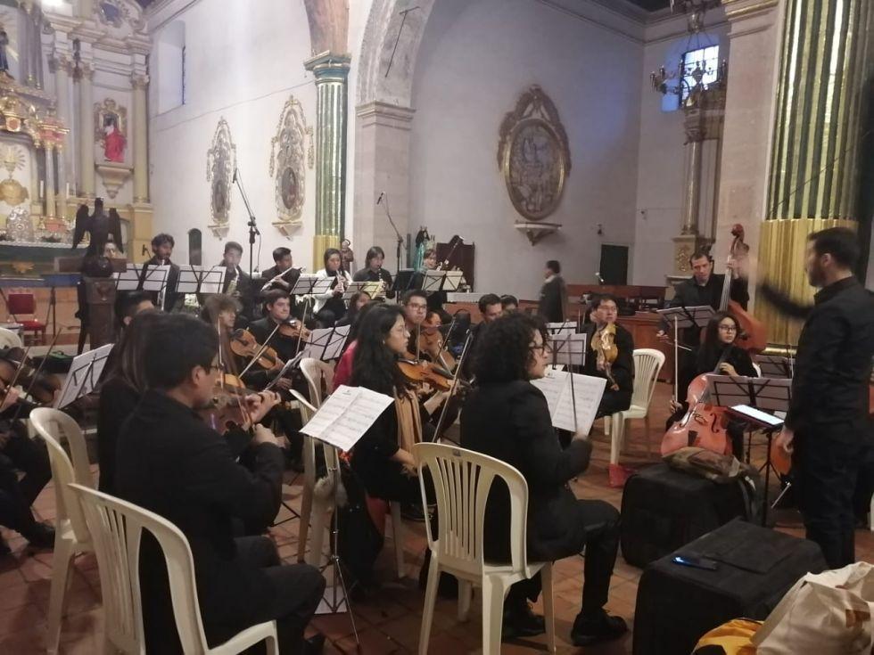 La Orquesta en el templo.