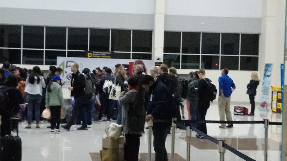 En el aeropuerto de Alcantarí.
