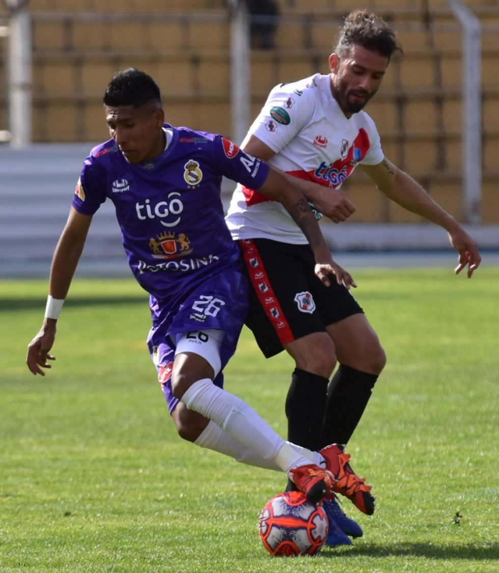 Nacional golea y se acerca a la Libertadores