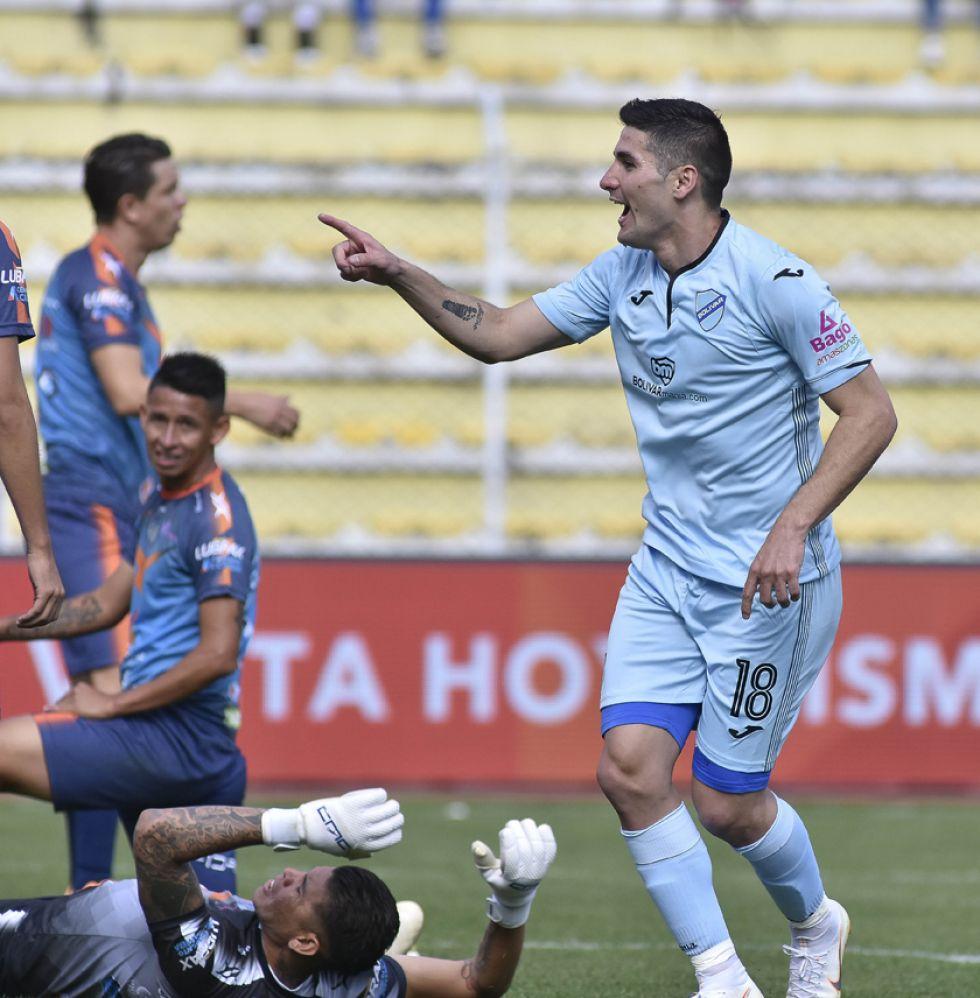 Jorge Pereira, de Bolívar, celebra su gol.