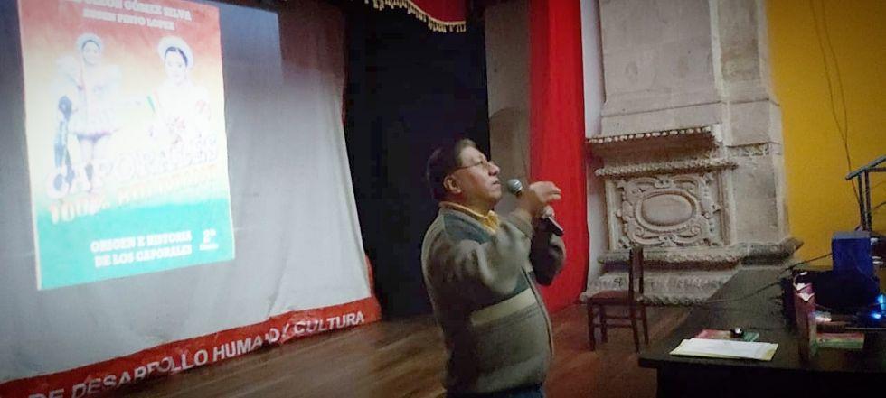 Se desarrolla en el Teatro Modesto Omiste.