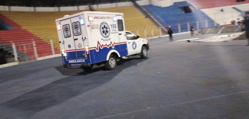 Llega la ambulancia y comienza el partido,
