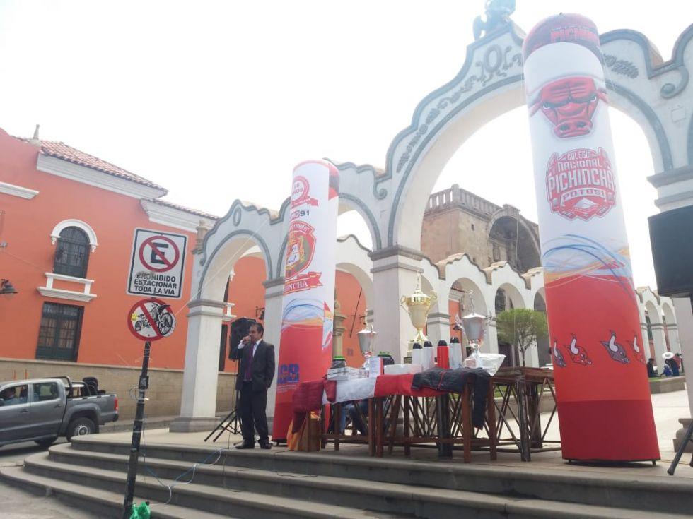 La campaña se realiza en la Plaza 6 de Agosto.