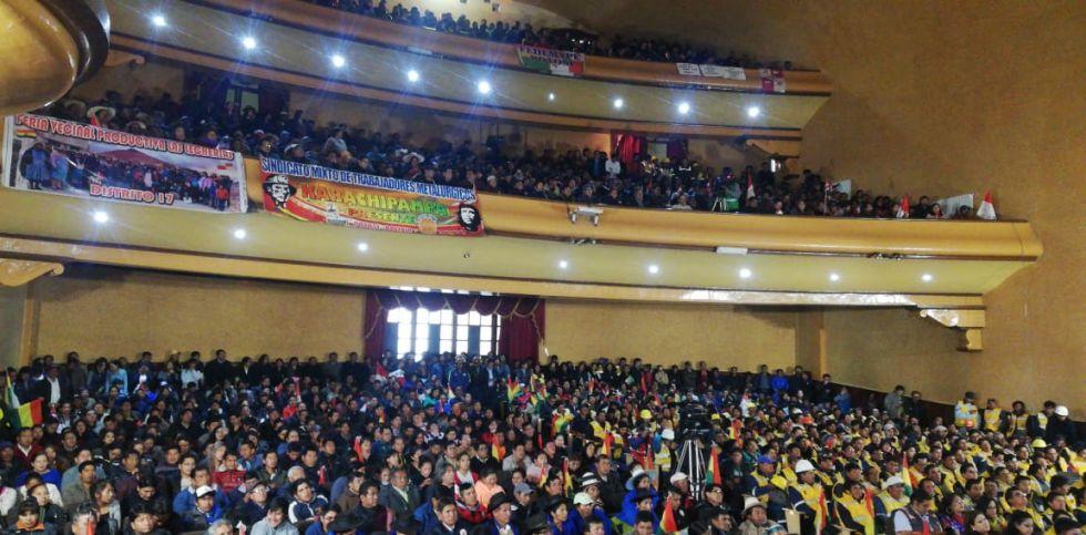 Se desarrolla en el Teatro IV Centenario.