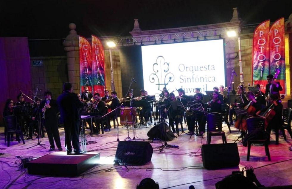 La Orquesta Sinfónica Juvenil de Santa Cruz.