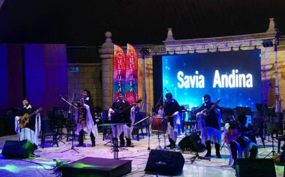 Savia Andina hizo cantar al público.