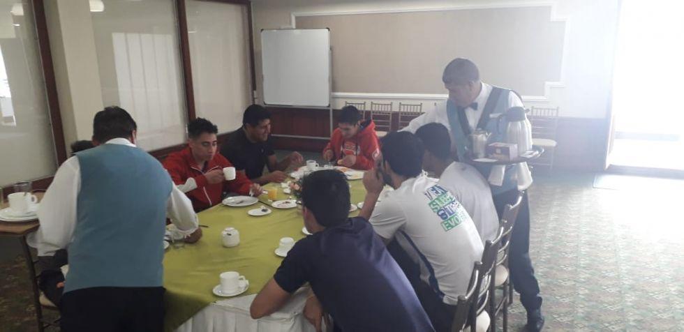 El primer desayuno en tierra ecuatoriana.