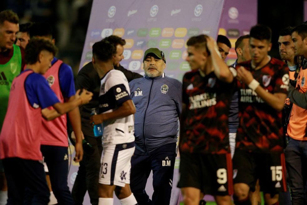 Maradona sufre su tercera derrota