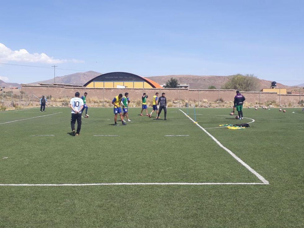 Real Potosí trabaja en jugadas con balón parado en la cancha de Cantumarca