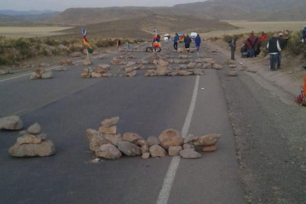 Flotas realizan viaje a Oruro por Uyuni ante bloqueo en Ventilla
