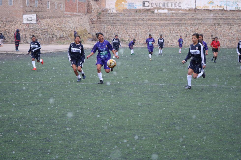 """El partido se jugó en la cancha de """"Santa Bárbara""""."""
