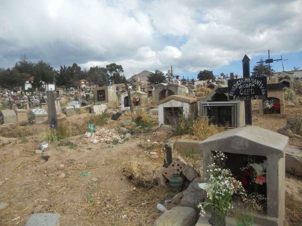 Un hombre se inmola en un cementerio rural