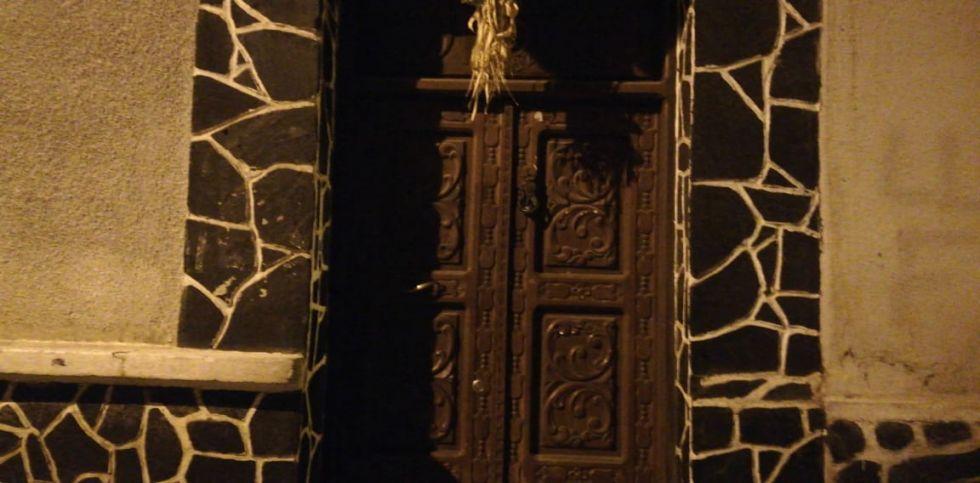 La puerta de la entidad cívica permanece cerrada.