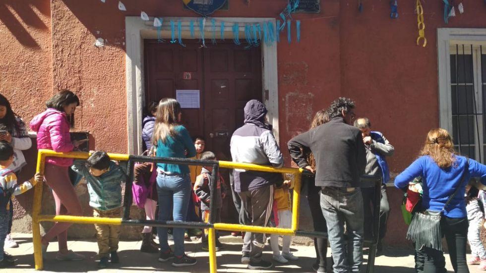 Las unidades educativas en calles que están bloqueadas.