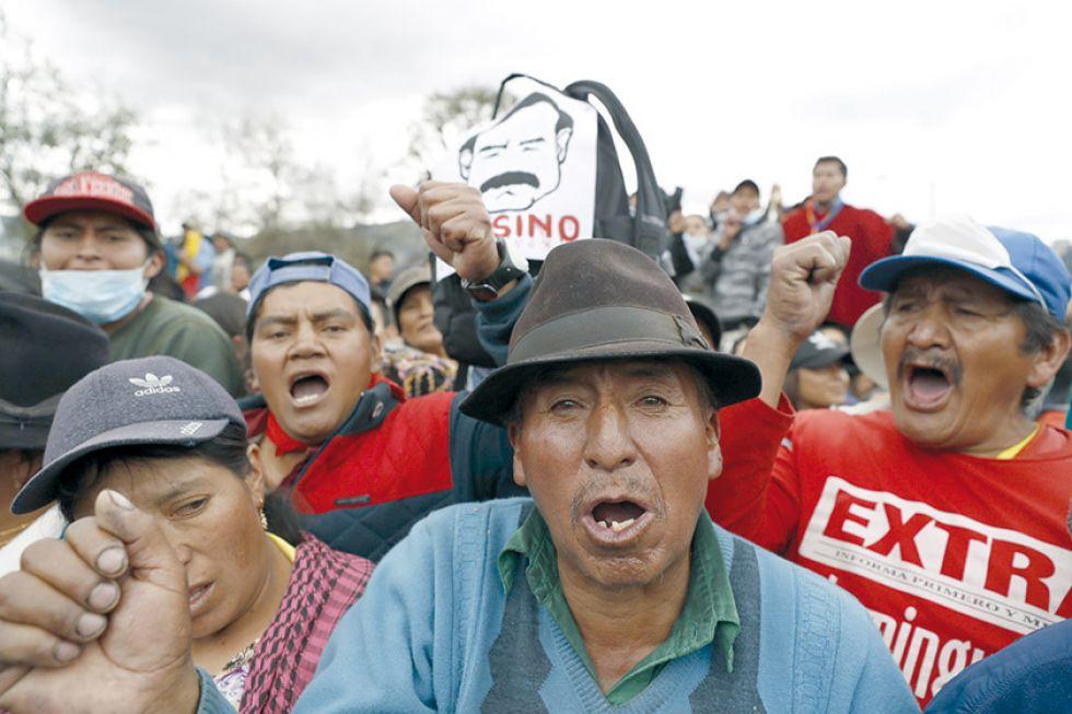 PAQUETAZO. Indígenas participan en una manifestación contra las medidas económicas dictadas por el Gobierno de Lenín Moreno.
