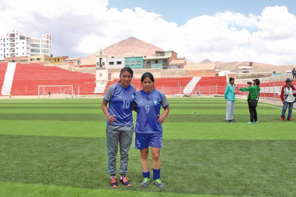 Las jugadoras Olga Cruz y Zulma Huaylla.