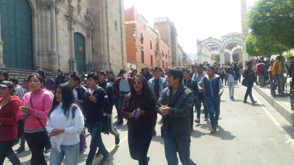 """Marcha de protesta lanza la consigna de """"Potosí federal"""""""