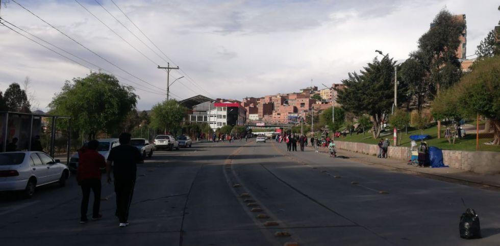 La avenida Tinku sigue vacía