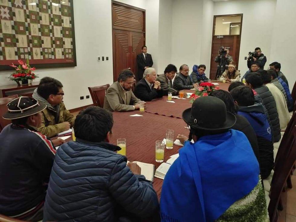 Vea los nombres de los alcaldes que se reunieron con Evo Morales
