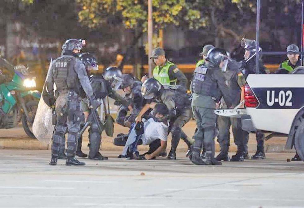 Policias detuvieron a varios manifestantes que se concentraron en el Cambódromo.