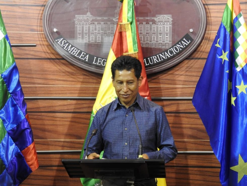 Senador presenta proyecto que abroga el decreto 3738