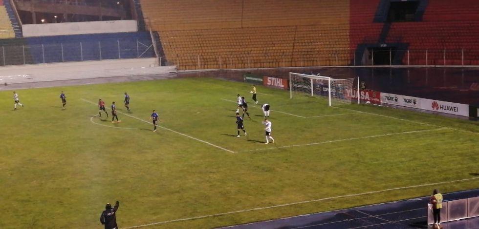 Comienza el partido entre Nacional Potosí y San José